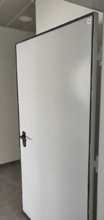 דלת הדף מוסדית